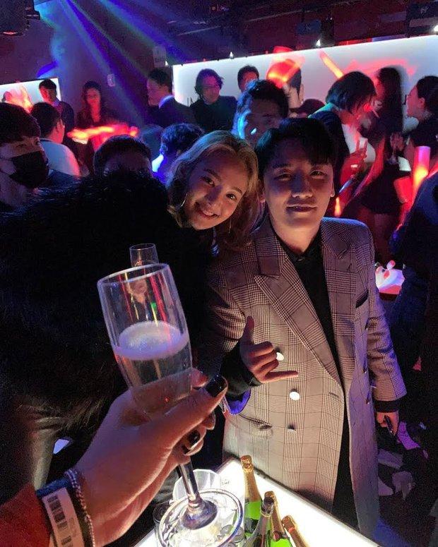 Netizen đào lại ảnh Hyoyeon check-in với Seungri, ráo riết truy lùng nữ diễn viên phê ma túy sùi bọt mép trong vụ Burning Sun - Ảnh 2.