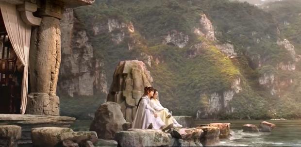 Hữu Phỉ TẬP CUỐI: Triệu Lệ Dĩnh - Vương Nhất Bác hôn nhau dưới mưa hoa hồng, phim khép lại êm đẹp mà lẳng lặng - Ảnh 9.