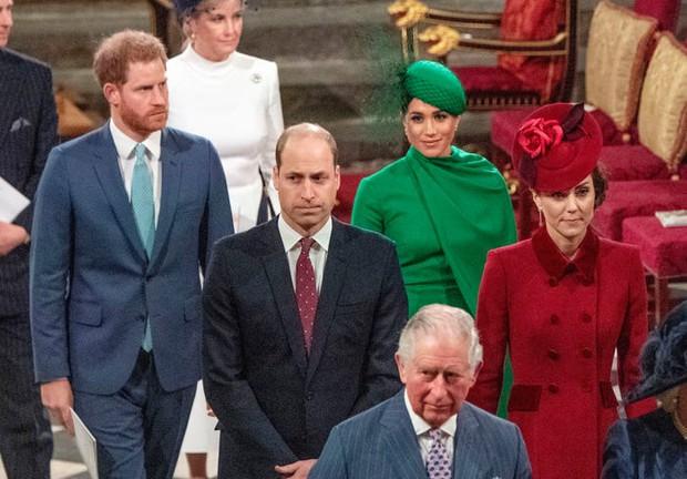 Vợ chồng Meghan tặng quà sinh nhật bất ngờ cho Công nương Kate, tưởng dập tan tin đồn bất hòa nhưng phản ứng của Kate còn gây bàn tán hơn - Ảnh 1.