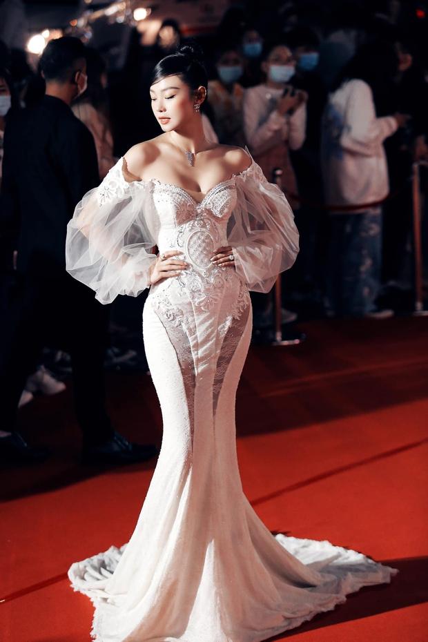 Minh Hằng khoe dáng nuột trong chiếc váy 350 triệu, ai ngờ đó chính là váy cưới của Beyoncé - Ảnh 1.