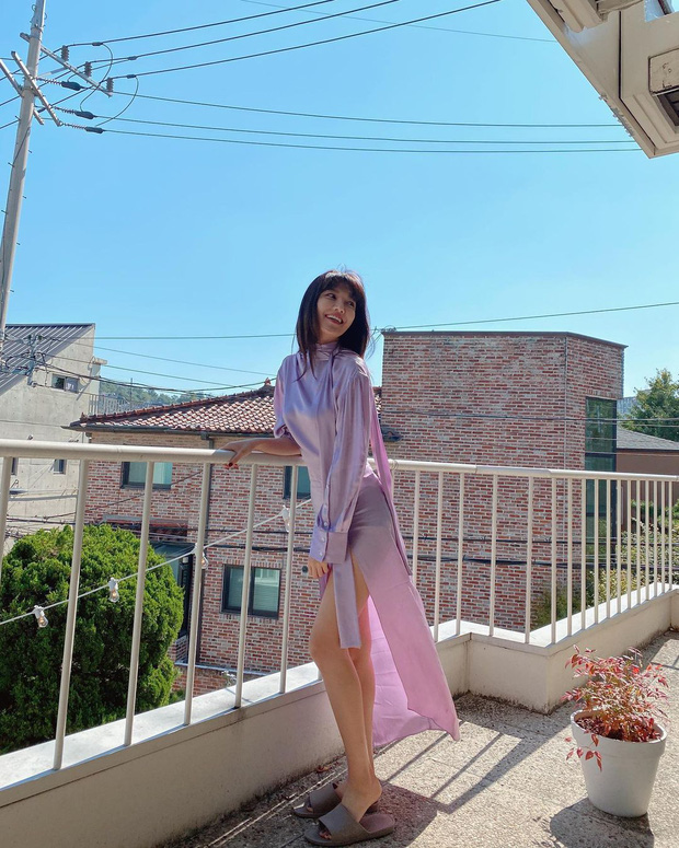 Jessica, Sooyoung đụng hàng nhưng khác quá: Người diện giày hiệu, người đi dép lê vẫn khoe được dáng nuột - Ảnh 5.