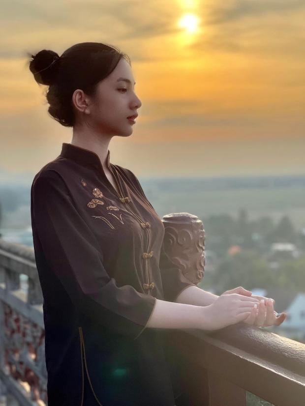 Tình tin đồn 2k2 của chồng cũ Lệ Quyên lên chùa cầu bình an sau loạt sóng gió, mặc giản dị mà đẹp nức nở - Ảnh 4.