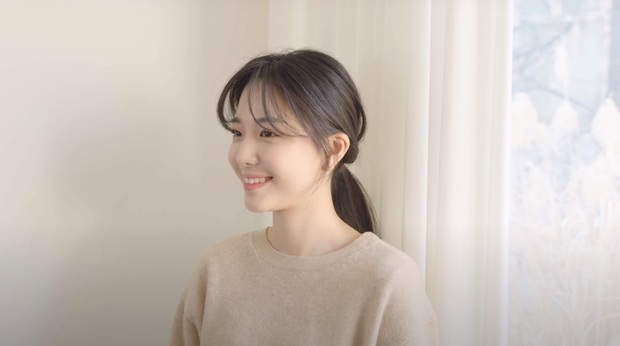 Hair stylist nổi tiếng Hàn Quốc hướng dẫn cách tự cắt tóc mái thưa chỉ với 4 bước, xinh xẻo và làm nhỏ mặt cực đỉnh - Ảnh 12.