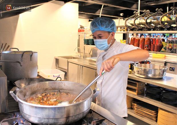 """Bếp thiện nguyện Danang Kitchen: """"Đốt lửa"""" yêu thương giữa tâm dịch Covid-19 - Ảnh 5."""