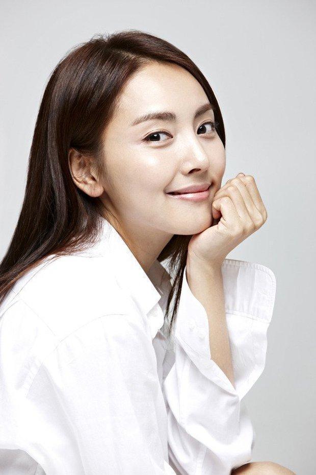 """Danh tính nữ diễn viên vừa kết hôn liền bị vợ cũ của chồng tố là """"tiểu tam"""": Hóa ra có mối quan hệ với Yoon Eun Hye? - Ảnh 4."""