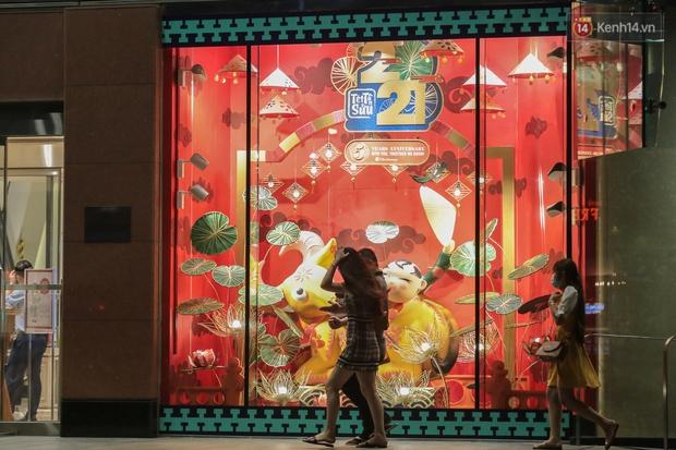 Gia đình trâu ngộ nghĩnh xuống phố Sài Gòn đón Tết Tân Sửu 2021 khiến nhiều người thích thú - Ảnh 13.