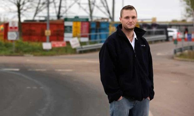 Lỡ tay vứt ổ cứng chứa 7500 Bitcoin, anh kĩ sư này quyết chi 72 triệu USD để xới tung bãi rác - Ảnh 1.
