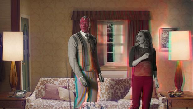 WandaVision: Chị đại phù thủy chơi đùa thả ga với chồng quá cố vừa hài hước vừa rợn - Marvel đã có màn comeback cực mạnh rồi đây! - Ảnh 4.