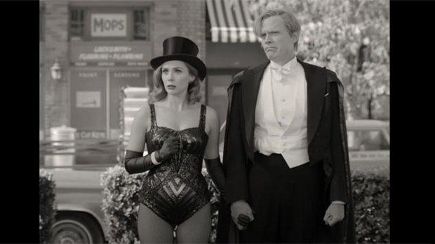 WandaVision: Chị đại phù thủy chơi đùa thả ga với chồng quá cố vừa hài hước vừa rợn - Marvel đã có màn comeback cực mạnh rồi đây! - Ảnh 3.