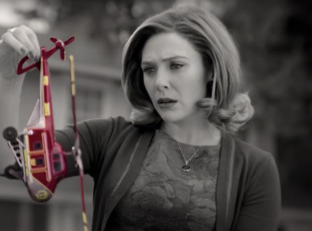 WandaVision: Chị đại phù thủy chơi đùa thả ga với chồng quá cố vừa hài hước vừa rợn - Marvel đã có màn comeback cực mạnh rồi đây! - Ảnh 5.