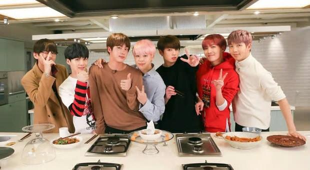 Dân tình réo tên Jungkook là người được lợi nhất khi đầu bếp nổi tiếng xác nhận tham gia show thực tế của BTS? - Ảnh 5.