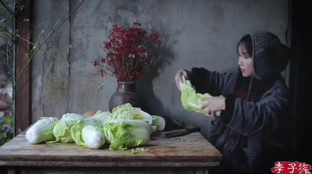 Lý Tử Thất gây tranh cãi khi dùng kim chi nấu ăn nhưng vẫn ghi là ẩm thực Trung Quốc? - Ảnh 1.