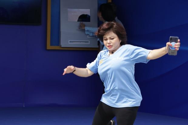 Lê Giang gây chú ý khi thừa nhận sửa lỗ tai, đồng thời khoe vòng 1 đồ sộ trên truyền hình - Ảnh 3.