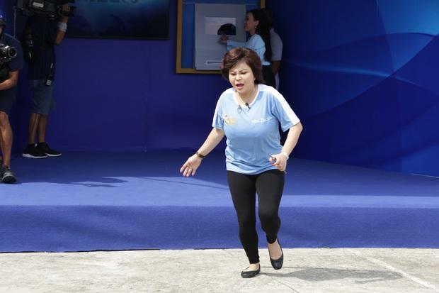 Lê Giang gây chú ý khi thừa nhận sửa lỗ tai, đồng thời khoe vòng 1 đồ sộ trên truyền hình - Ảnh 4.