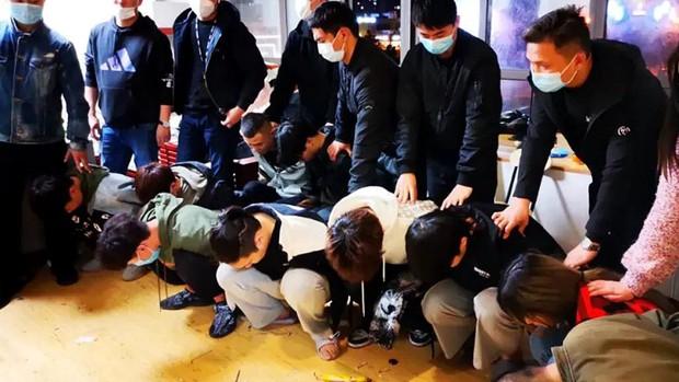 Những cú lừa bạc triệu mùa Covid-19 ở Trung Quốc: Hết lấy danh nghĩa từ thiện, giả làm giáo viên đến tự nhận là bệnh nhân không có tiền cách ly - Ảnh 4.