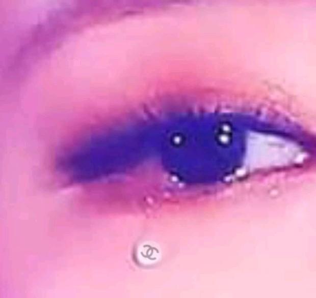 Dân tình choáng nặng vì hình ảnh Jennie (BLACKPINK) khóc ra giọt lệ hột xoàn Chanel trên sân khấu, nhưng sự thật là gì? - Ảnh 5.