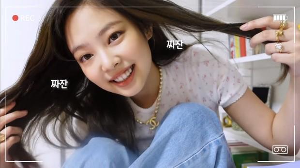 Video đầu tay của Jennie (BLACKPINK) đạt lượng xem khủng: Nhan sắc xinh xỉu, hé lộ cả nhà siêu sang - Ảnh 4.