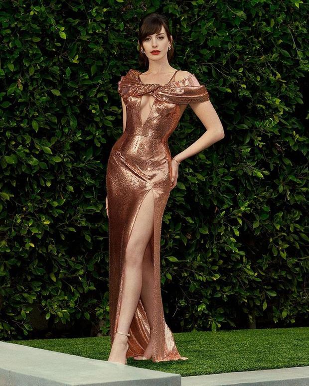 Yêu nữ thích hàng hiệu Anne Hathaway khoe vòng 1 gợi cảm khó cưỡng ở tuổi 38 - Ảnh 3.