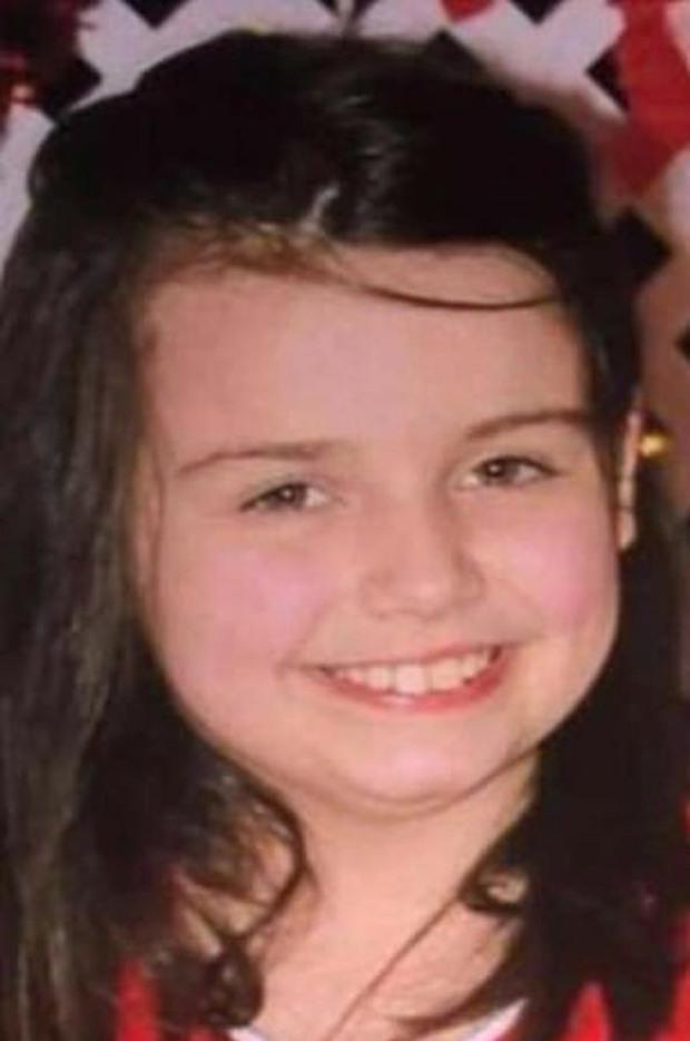 Bố mẹ để nhà bẩn đến kinh hoàng, bé gái 12 tuổi qua đời thương tâm vì đầu bị chấy rận nghiêm trọng - Ảnh 1.