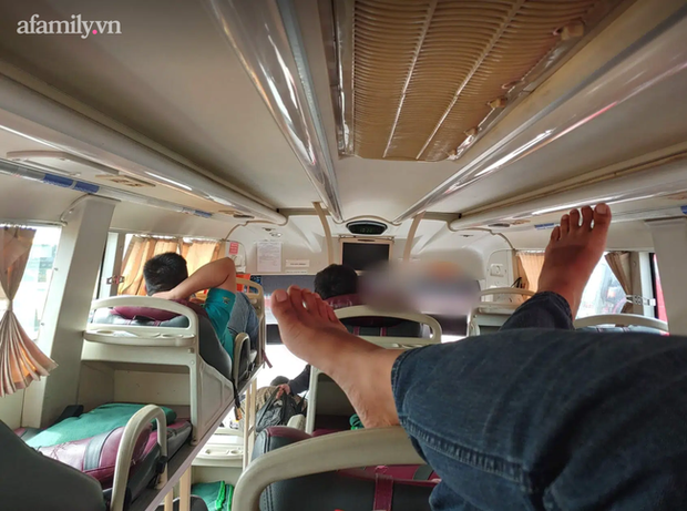 Chuyến xe đò tuyến Cần Thơ - Đà Lạt hoảng loạn tột độ khi hành khách mang cả balo rắn lên xe rồi... để sổng - Ảnh 3.
