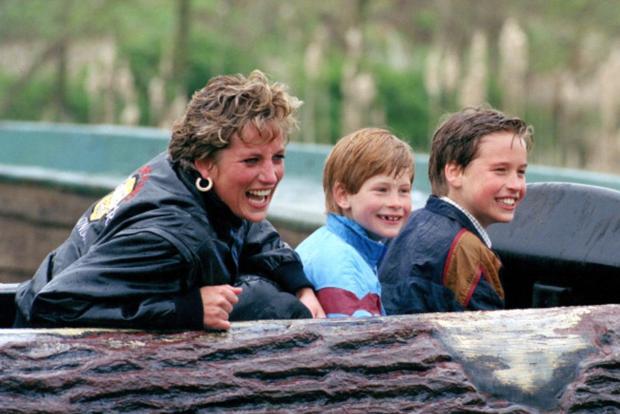 7 lý do khiến Diana dù là một Công nương nổi loạn nhưng lại là nhân vật được yêu mến nhất Hoàng gia Anh - Ảnh 9.