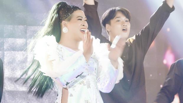 Vedette Vũ Thu Phương khiến Minh Tú - Kiều Loan hò hét trước màn lipsync gây náo loạn - Ảnh 3.