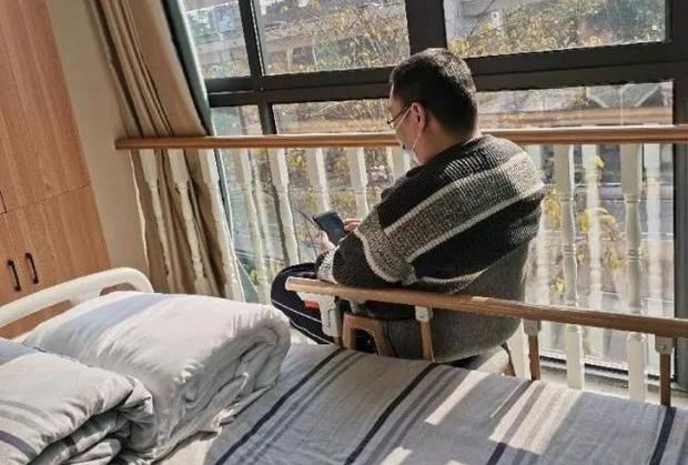 Người đàn ông 39 tuổi vào viện dưỡng lão sống rồi tuyên bố không muốn về vì ở đây... sướng quá - Ảnh 1.