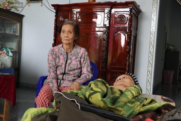 Xót cảnh cụ bà chăm chồng lở loét khắp người, muốn đưa đi viện nhưng không đủ chi phí: Ổng chỉ mong chết đi cho bà bớt khổ - Ảnh 7.