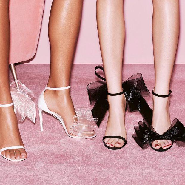 Một đôi giày 2 số phận: Lan Ngọc mix đồ nổi bật như bao lì xì, nhìn Hà Hồ thấy đơn giản vẫn sang - Ảnh 6.