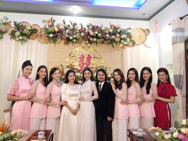 Hé lộ thiệp mời và thời gian tổ chức đám cưới ở TP.HCM của Á hậu Thúy An, Tiểu Vy là ngôi sao đầu tiên xác nhận đến dự - Ảnh 4.
