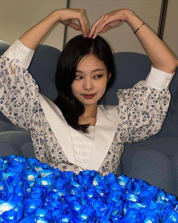 Kpop có 2 YouTuber mới nổi: Jennie mới lập nửa ngày có ngay nút vàng, mỹ nam GOT7 còn chưa kịp đăng clip nào đã gom được gần triệu subs - Ảnh 1.