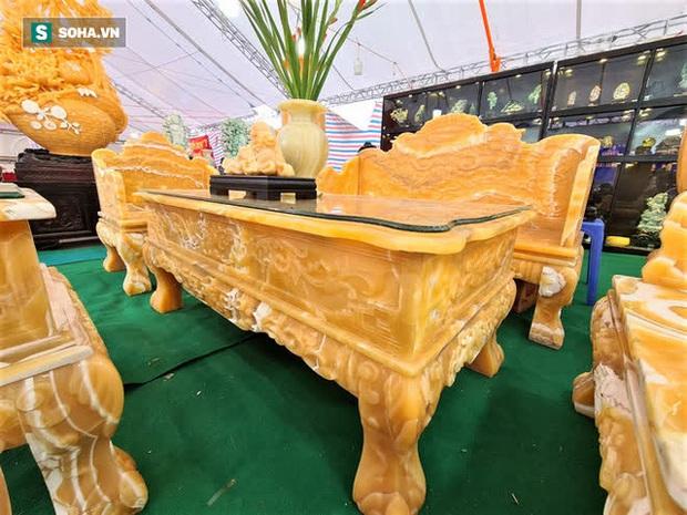Choáng ngợp bộ bàn ghế ngọc Hoàng Long bán rẻ, giá gần tỷ đồng ở Hà Nội - Ảnh 3.