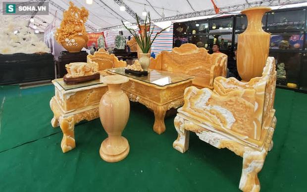 Choáng ngợp bộ bàn ghế ngọc Hoàng Long bán rẻ, giá gần tỷ đồng ở Hà Nội - Ảnh 1.