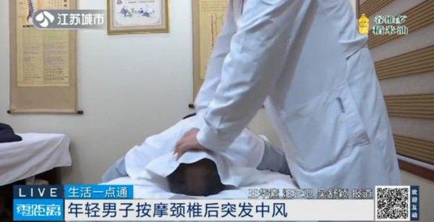 Lập trình viên 32 tuổi đột nhiên bị buồn nôn, nói lắp rồi nhồi máu não cấp tính, nguyên nhân chỉ vì mê... tẩm quất massage - Ảnh 2.