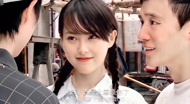 Phim đắp chiếu 16 năm của Đường Yên lên sóng, netizen đùa: Đừng để con của cô Đường xem được! - Ảnh 1.