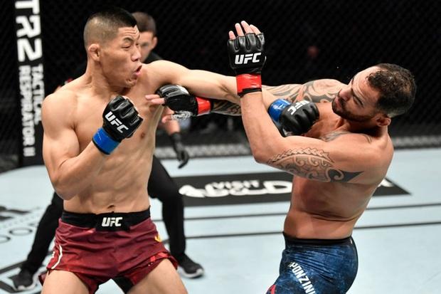 Võ sĩ MMA số 1 Trung Quốc tung một đấm khiến đối thủ sừng sỏ bất động, tự tin vỗ ngực tuyên bố: Giờ tất cả đã biết tôi giỏi đến thế nào - Ảnh 2.