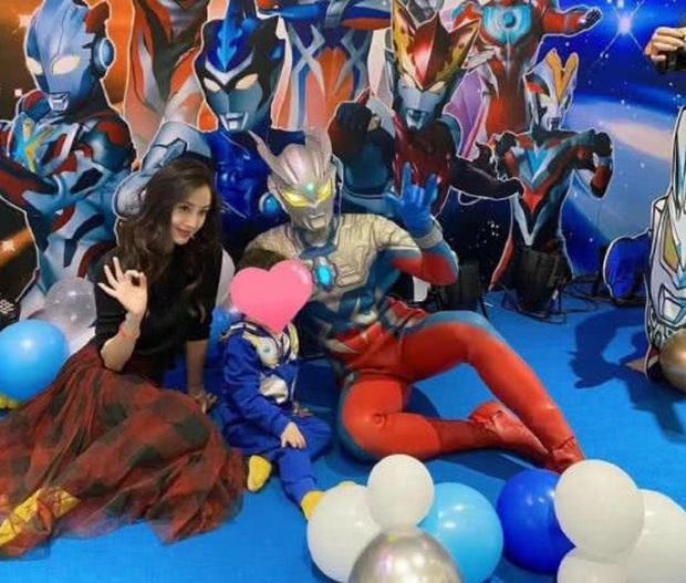 Rầm rộ hình ảnh Angela Baby cãi nhau to với Huỳnh Hiểu Minh trong khách sạn, phớt lờ chồng trong ngày sinh nhật con trai - Ảnh 5.