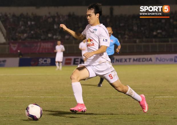 Công Phượng lốp bóng cực điệu nghệ, tân binh bị lãng quên của Sài Gòn FC xuất sắc cản phá ngay trước vạch vôi - Ảnh 3.