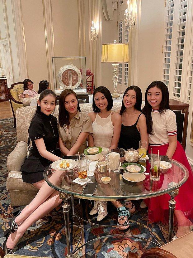 Dàn hoa Hoa hậu, á hậu tụ họp mừng sinh nhật Lê Âu Ngân Anh, Kim Duyên chiếm spotlight vì gương mặt khác lạ khó nhận ra  - Ảnh 2.
