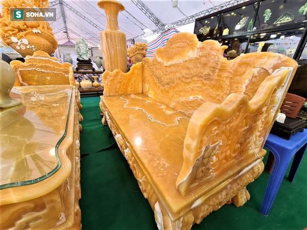 Choáng ngợp bộ bàn ghế ngọc Hoàng Long bán rẻ, giá gần tỷ đồng ở Hà Nội - Ảnh 4.