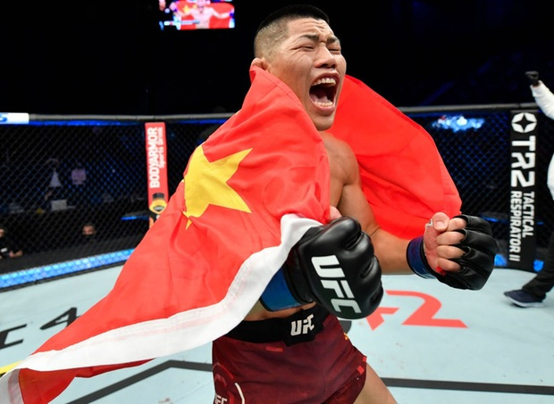 Võ sĩ MMA số 1 Trung Quốc tung một đấm khiến đối thủ sừng sỏ bất động, tự tin vỗ ngực tuyên bố: Giờ tất cả đã biết tôi giỏi đến thế nào - Ảnh 4.