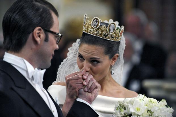 """Chuyện """"Chàng Lọ Lem"""" của Hoàng gia Thụy Điển: Từ nhân viên phòng gym xuất thân quê mùa bị chê cười trở thành phu quân Nữ hoàng tương lai - Ảnh 8."""