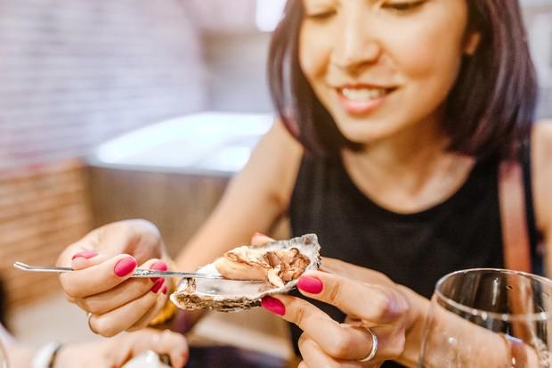 3 thói quen ăn uống hội con gái nên tránh mắc phải trong kỳ rớt dâu nếu không muốn tình trạng đau bụng kinh thêm tồi tệ - Ảnh 1.