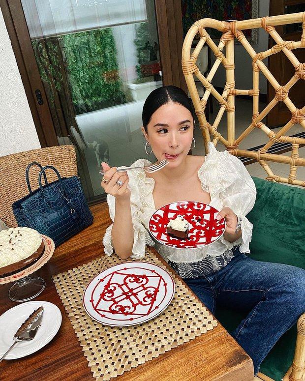 Crazy Rich Asians nguyên mẫu chi hơn 200 triệu sắm toàn bát đĩa Hermès, nhìn bàn ăn sang chảnh thấy mê - Ảnh 2.