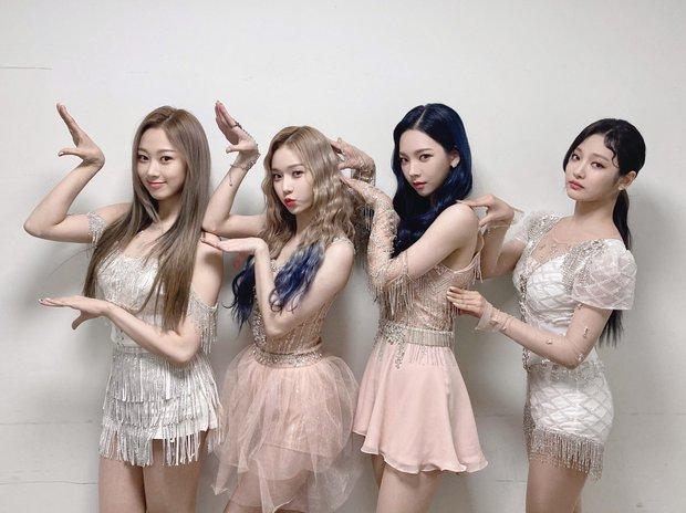 aespa giành cúp đầu tiên trên show âm nhạc, lập kỷ lục sau 14 năm nhưng làm Knet thắc mắc vì 1 hạng mục có điểm cao bất thường - Ảnh 2.