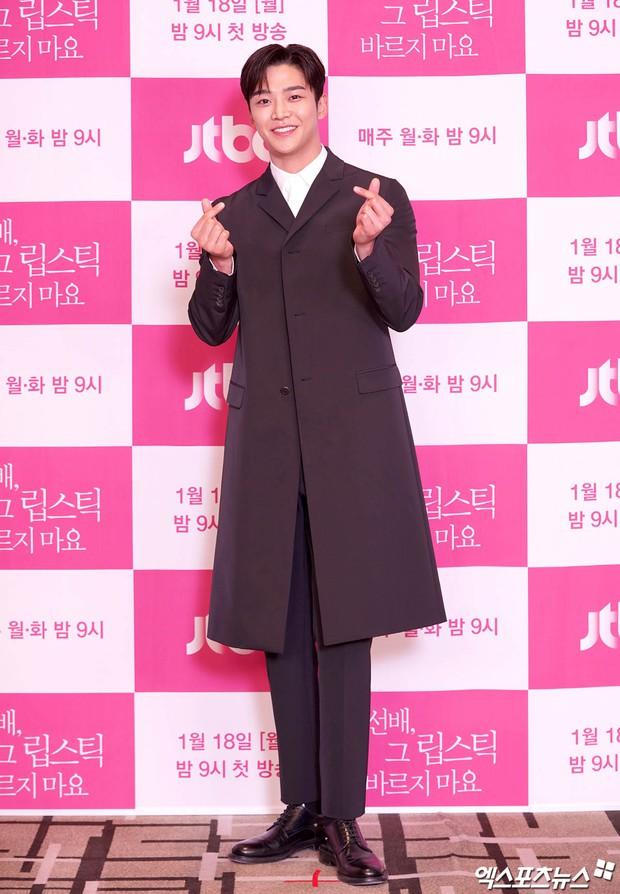 Sự kiện gây xôn xao xứ Hàn: Tình màn ảnh của Ji Chang Wook chặt chém sexy vẫn lọt thỏm bên nam thần cao nhất Kpop - Ảnh 6.