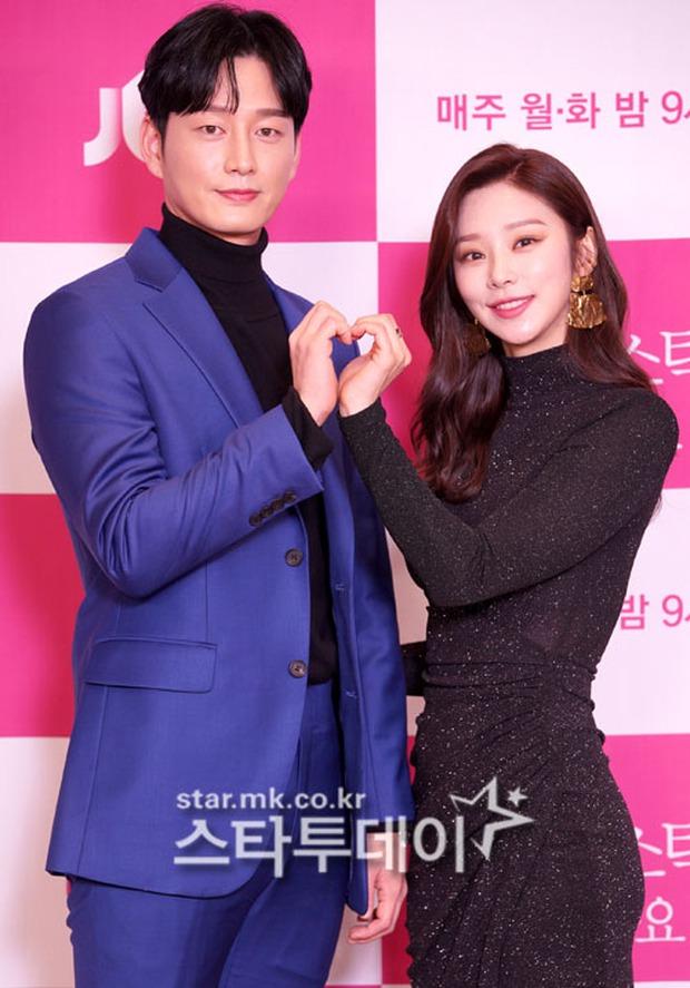 Sự kiện gây xôn xao xứ Hàn: Tình màn ảnh của Ji Chang Wook chặt chém sexy vẫn lọt thỏm bên nam thần cao nhất Kpop - Ảnh 12.