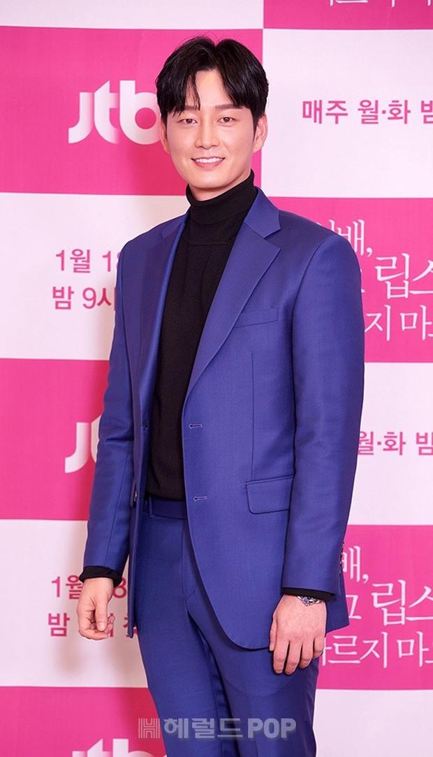 Sự kiện gây xôn xao xứ Hàn: Tình màn ảnh của Ji Chang Wook chặt chém sexy vẫn lọt thỏm bên nam thần cao nhất Kpop - Ảnh 11.
