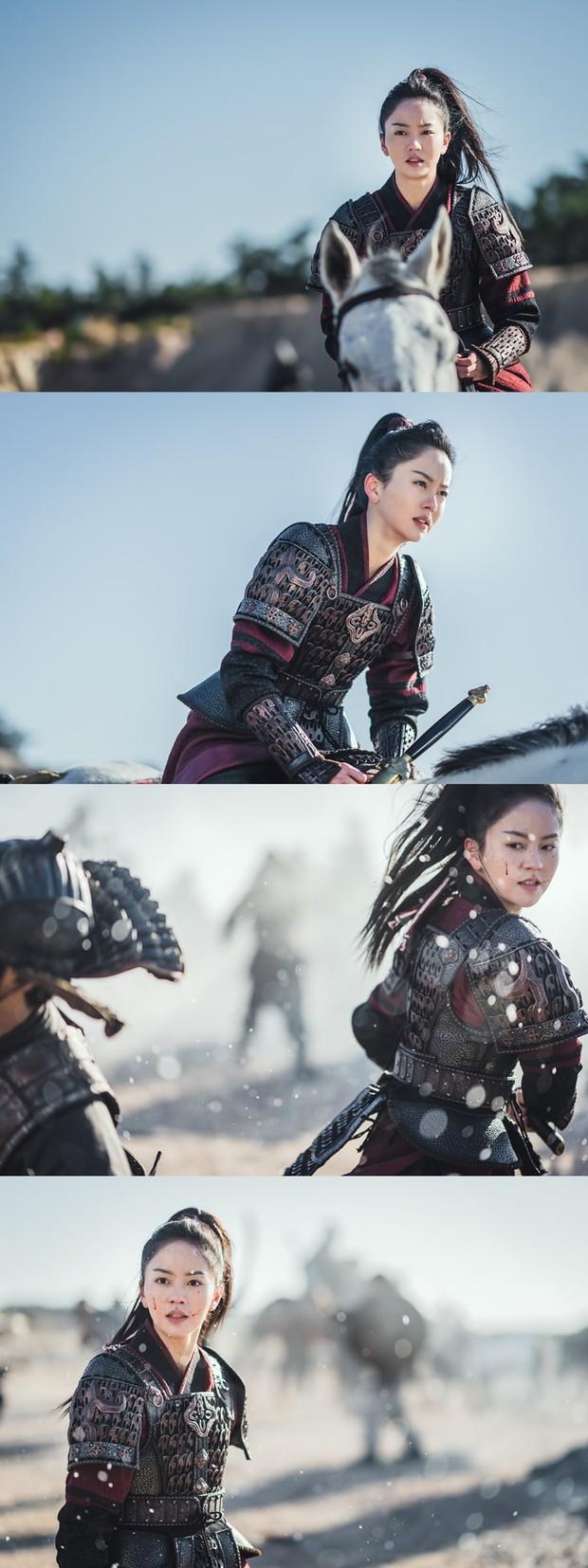 Kim So Hyun đúng chuẩn công chúa chiến binh, mặt bê bết máu ở bom tấn sử thi với Ji Soo - Ảnh 1.