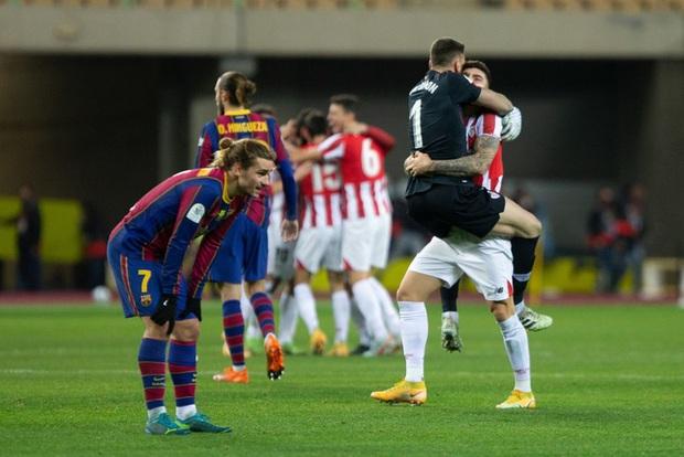 Đồng đội Messi ôm mặt giấu nỗi buồn, cầu thủ Bilbao hoá trang thành ngư dân sau chung kết Siêu Cúp Tây Ban Nha - Ảnh 2.